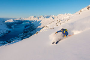winterreis groepsreis individuele reis solo tourski splitboard noorwegen balsfjord tromso kvaloya lyngen alps senja senya poolcirkel sea to summit freeride sneeuw bergen vakantie reizen ski snowboard avontuur a true north adventure