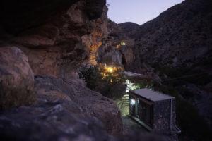 wadi canyon bergen groepsreizen individuele reis solo travel zomer Oman hiken wandelen Al Hajar Nizwa Sur Hilm 4x4 luxe hotels kamperen grotten woestijn the wildlinger mistral adventures avontuur avontuurlijke actief actieve vakantie  trektocht guesthouses