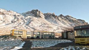 winterreis groepsreis individuele reis solo gletsjer ijsgrotten fatbiken wandelen hiken superjeep esjan Ijsland maart sneeuw bergen vakantie reizen avontuur noorderlicht