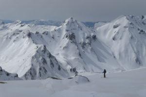 catski freeride splitboard ski snowboard winter winteravontuur poeder sneeuw groepsreis individuele reis solo avontuur avontuurlijke shar popova shapka scardus skopje  balkan