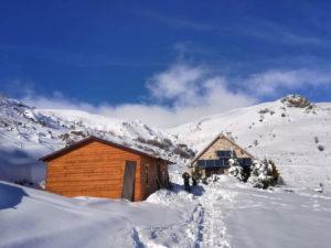 freeride tourski splitboard ski snowboard winter winteravontuur poeder sneeuw groepsreis individuele reis solo avontuur avontuurlijke shar popova shapka scardus skopje