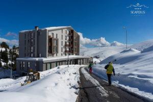 hotel freeride splitboard ski snowboard winter winteravontuur poeder sneeuw groepsreis individuele reis solo avontuur avontuurlijke shar popova shapka scardus skopje  balkan